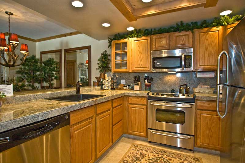 High Quality Kitchen Oak Cabinets With Light